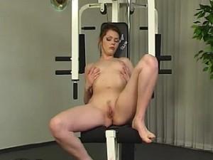 Tiener meisje in de sportschool
